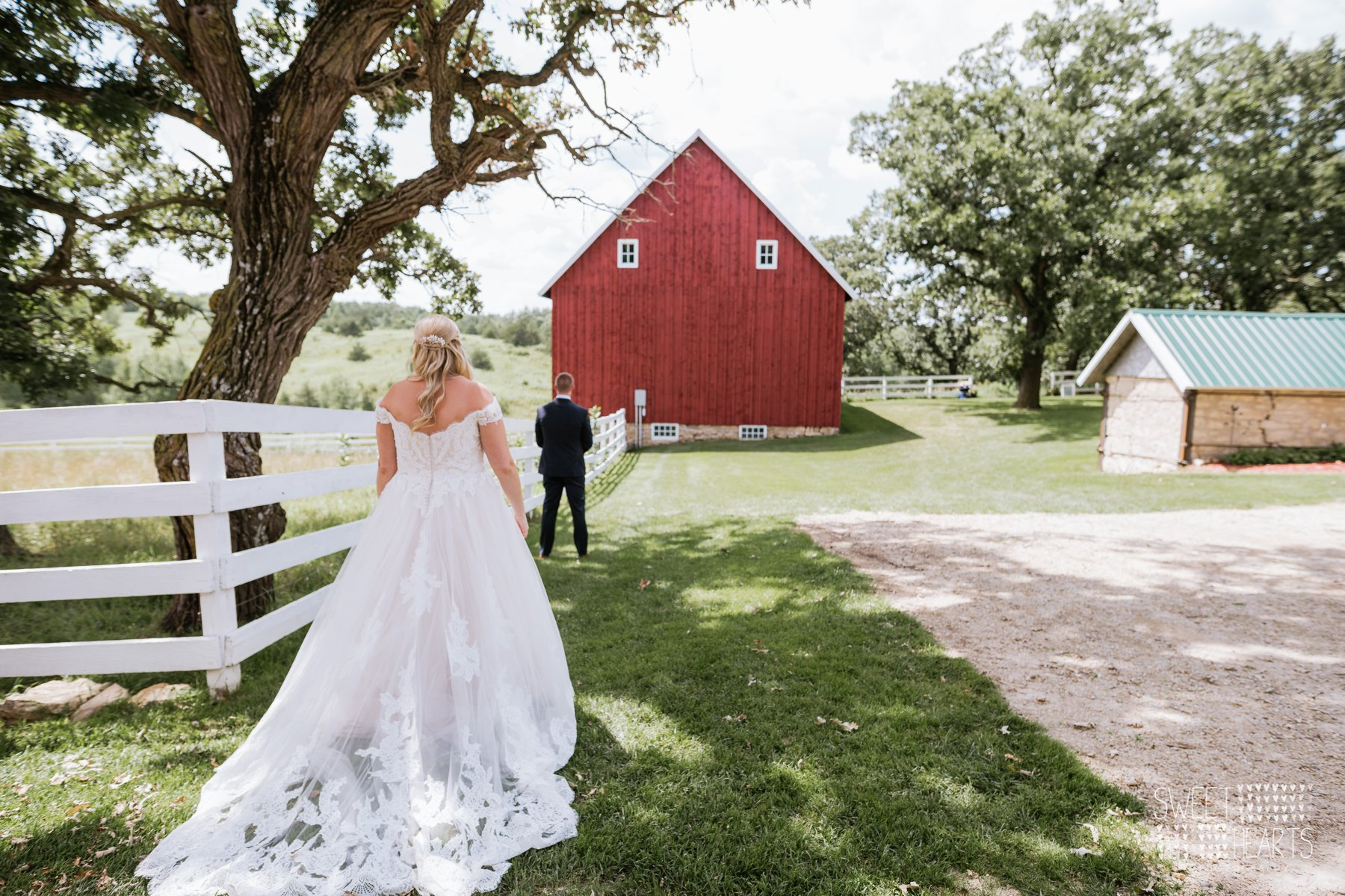 Watch 11 More Sweet and Stunning Summer Wedding Cakes video